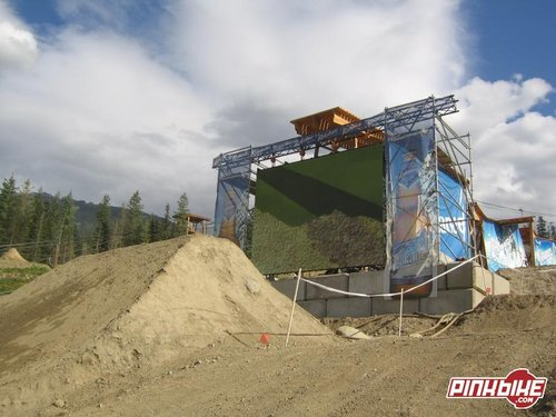 You could watch the whole course being shreded from the village thanks to the Jumbo Tron