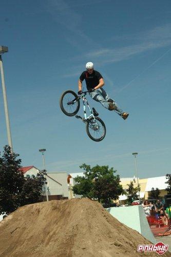 Phil Sandbaum- Jumpmaster flex- guys look hotter on bikes