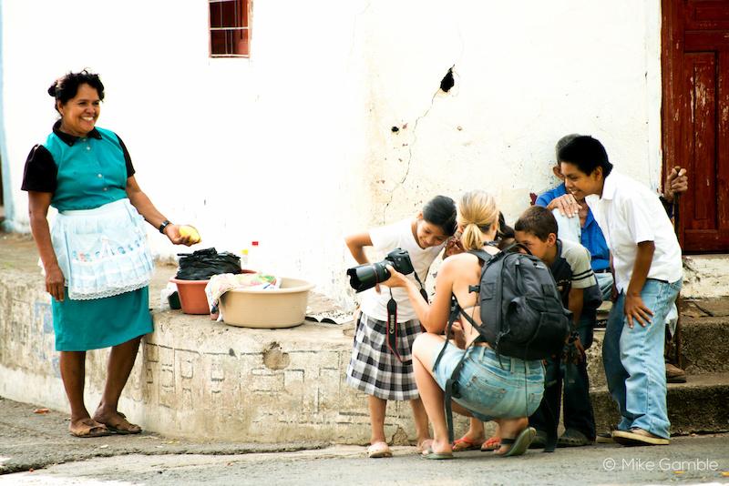 Justa Jeskova entertaining the locals of Tamanique