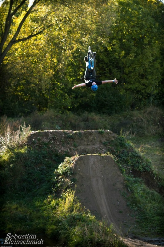 Backflip Nohand with my blue Vimana!!