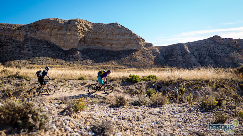 Chasing the singletrack down into the canyons in Spanish Utah