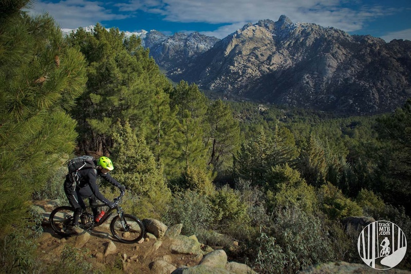 A classical Madrid climb... finished with a top enduro descend. PR-16 at La Pedriza in Sierra de Guadarrama. Madrid.