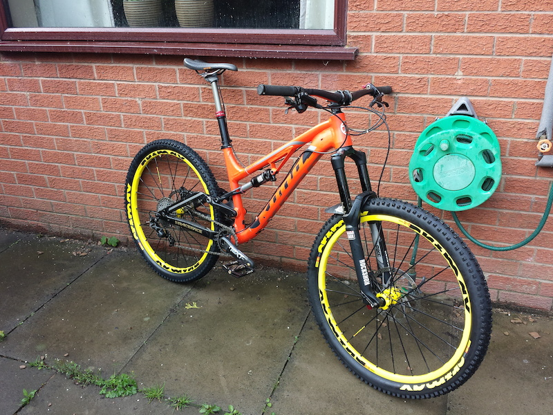 Easton haven carbon bars race face next sl carbon cranks and bottom bracket nuke proof titanium axle with magnesium body proton pedals shimano Zee short cage mech mavic crossmax enduro wheels and tyres 203 rear disc. Weighed in before the mavic wheels at 13.9 kg