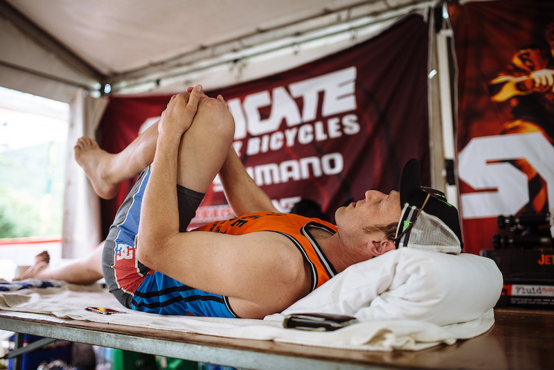 There was no sign of Steve Peat on the track today. With inhibiting back pains his time was spent on tables in the offices of proffessionals and the Syndicate pits.