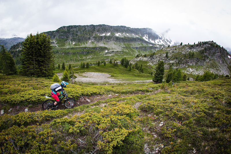 Jared Graves holds on to EWS lead