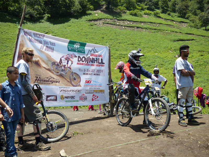 1st Himachal Downhill Mountain Bike Trophy 2014 - www.himalayanmtb.com Photo Tarun Dagar