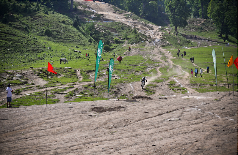 1st Himachal Downhill Mountain Bike Trophy 2014 - www.himalayanmtb.com