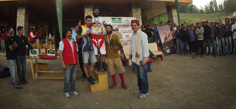 1st Himachal Downhill Mountain Bike Trophy 2014 Amateur category winners - www.himalayanmtb.com