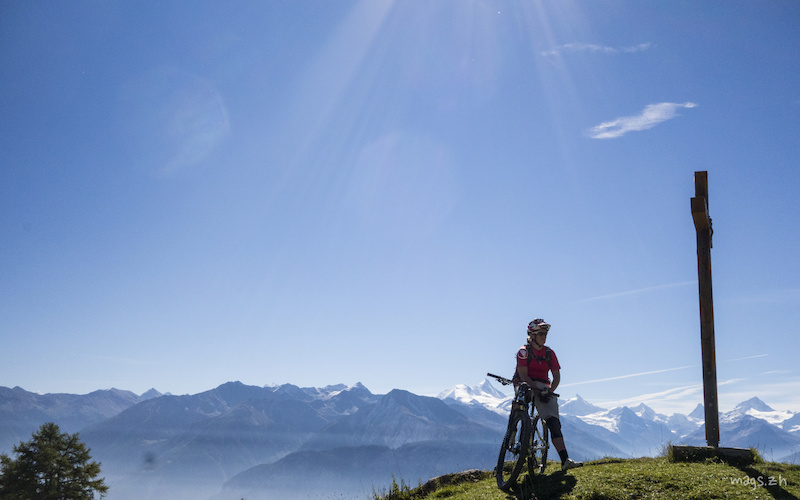 EWS 2014 Champion Tracy Moseley enjoying the Swiss mountain air. This is the third year in a row that Tracy has run a women s skills coaching week with Bike Verbier.