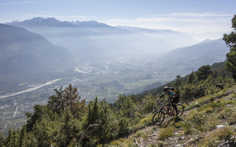 A fast and flowy trail overlooking the Rhone Valley