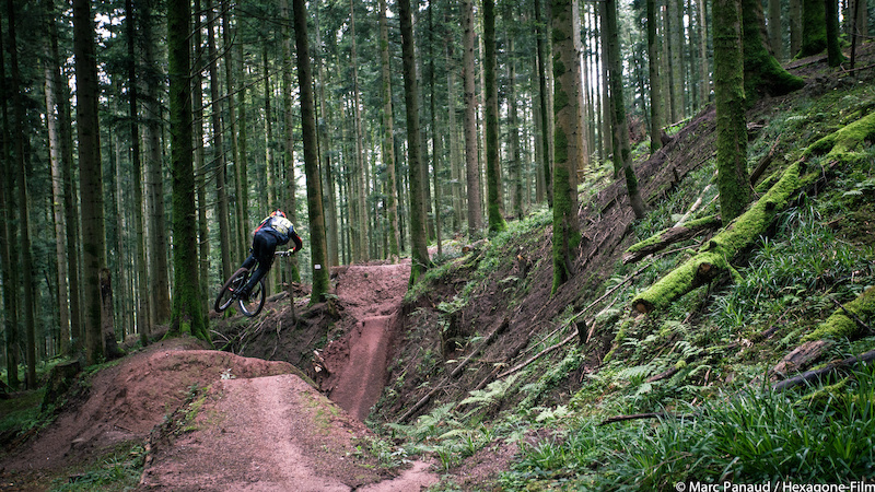 Images from Hexagone - a French Bike Film