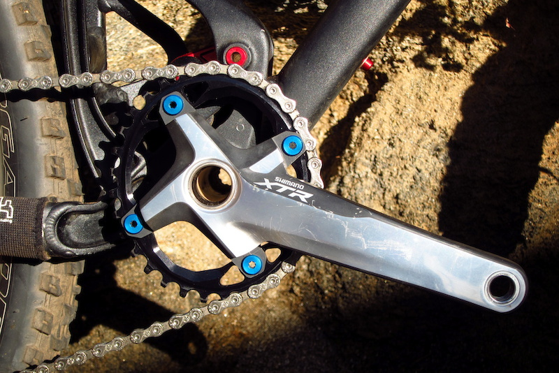 Absolute Black 32-tooth oval chainring
