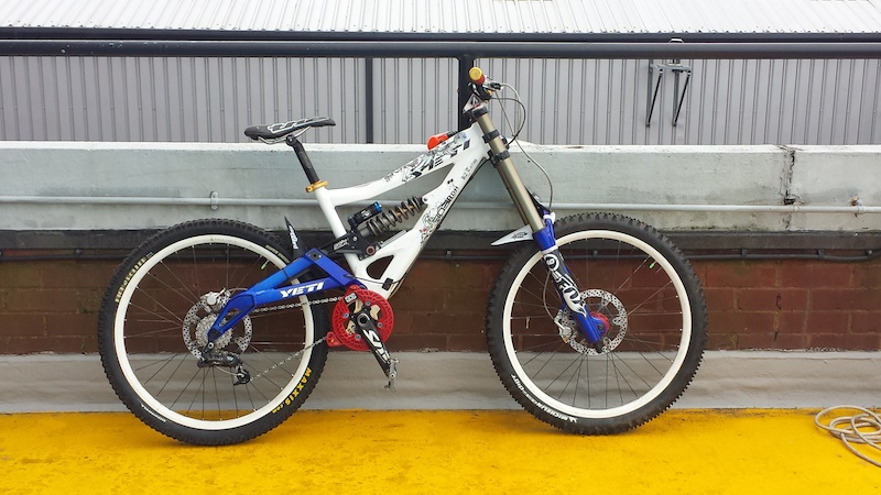 A newer better photo of the Yeti 303 RDH now that the head angle has been adjusted to 64 degrees and the new shifter mounted. All ready to ride