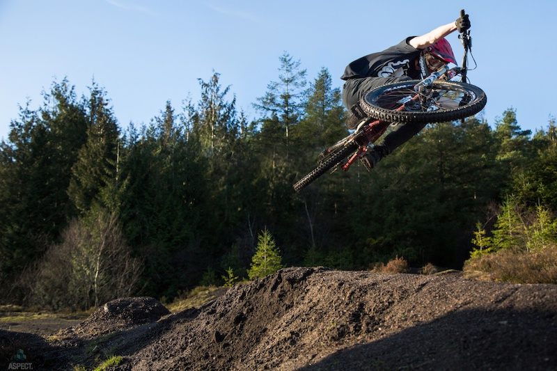 Photos of SW pinners Jasper Flashman and Tom Isted to go up with a new short video. www.aspectmedia.tv