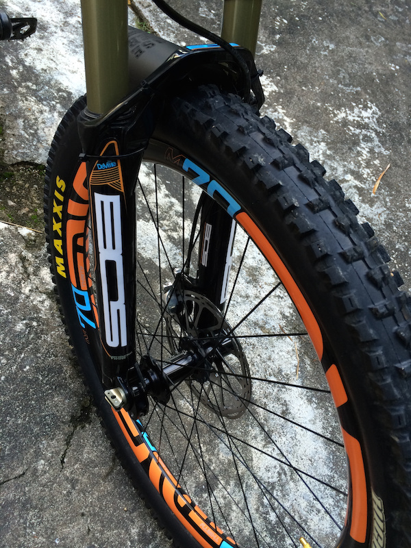 BOS Deville 160mm. Enve M70 with TUNE hub. Maxxis Highroller II