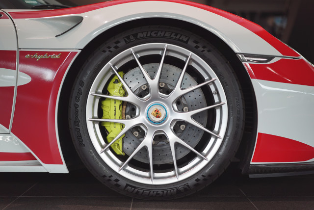 I like 'some' cars! #Porsche.  http://www.zengarage.com.au/2015/03/one-on-one-time-with-build-000-of-the-918-spyder/