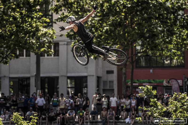 Daryl killed the 360 tuck no hander game with the way he keeps it like forever during the air time.