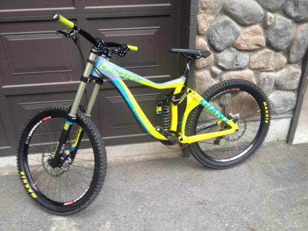 49d0f96af7e 2014 Giant Glory 0 Whistler Bike Park Edition Medium For Sale