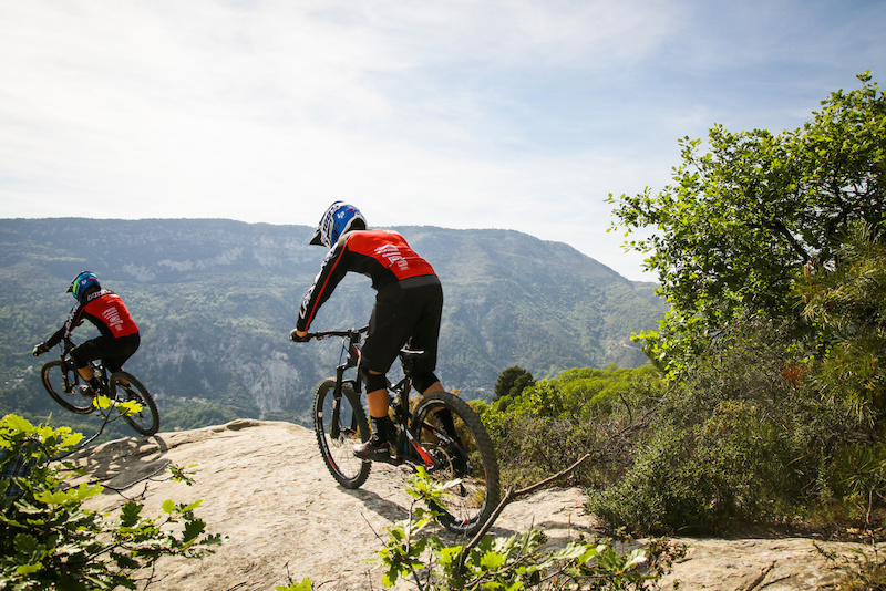 Riding with Team Lapierre Ni oise Style
