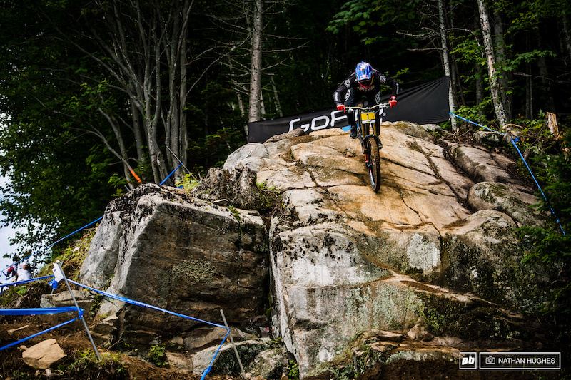 Aaron Gwin found disaster almost immediately on his quali run, snapping his crank clean off.