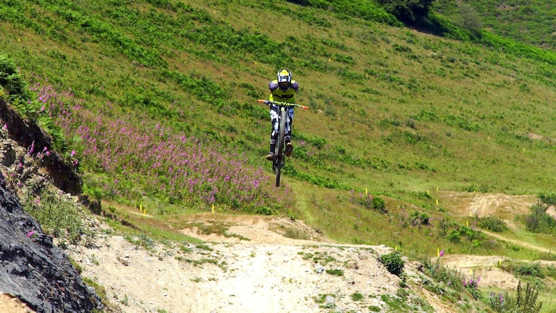 Big suicide no-hander on the Moelfre 4X track from Will Weston whilst filming for Best of the West on