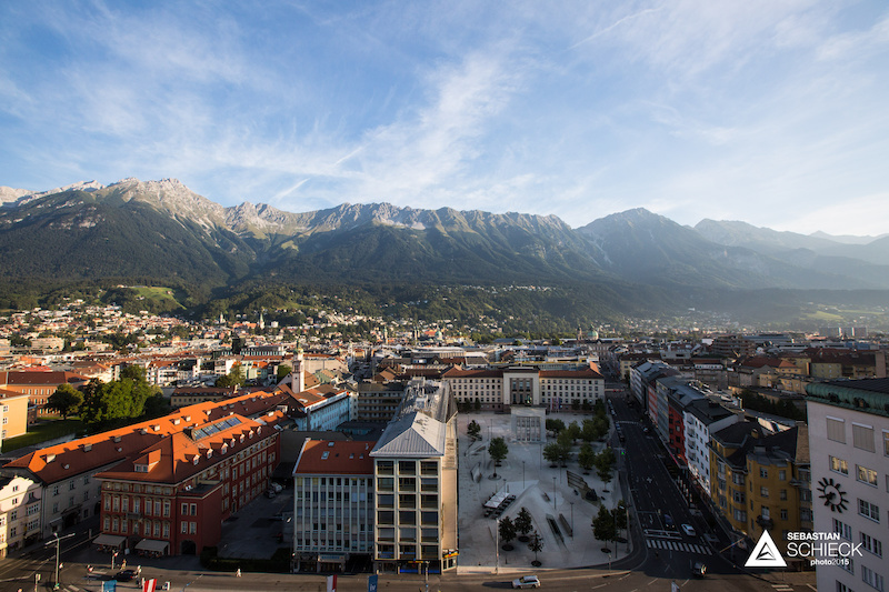 On August 29th Innsbruck hosted the Nordkette Downhill.PRO 2015. A race mixing Worldcup pros and locals on a long and brutal track.
