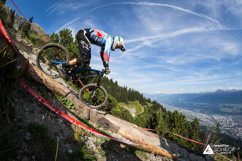 Last years Austrian champion and top scoring austrian Worldcup rider Markus PEKOLL tried to defend his title. Admittedly not one of his favourite tracks the Nordkette Singletrail made it hard for him. In the end he came 5th in the overall and second in the Austrian Championships.