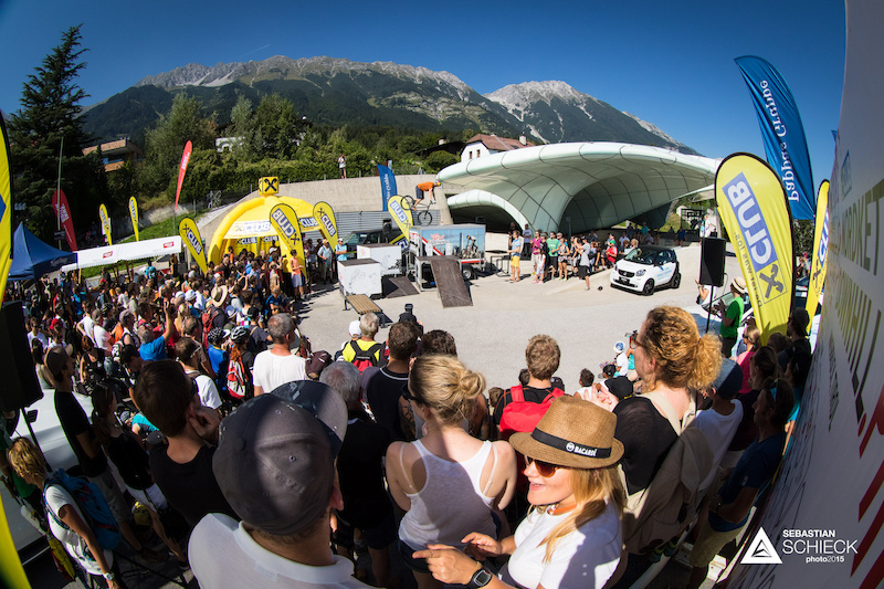 Innsbruck s Tom OEHLER pleasing the crowd right before the price giving ceremony.
