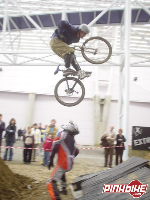 Artur´s kiss of death over Karteiro.(March2003).