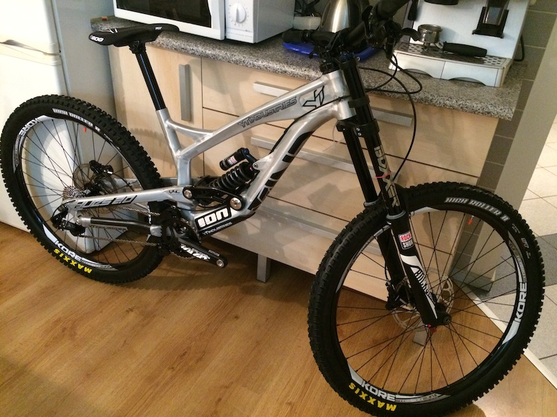 12113998a83 2014 YT Industries TUES 2.0 RAW 27.5