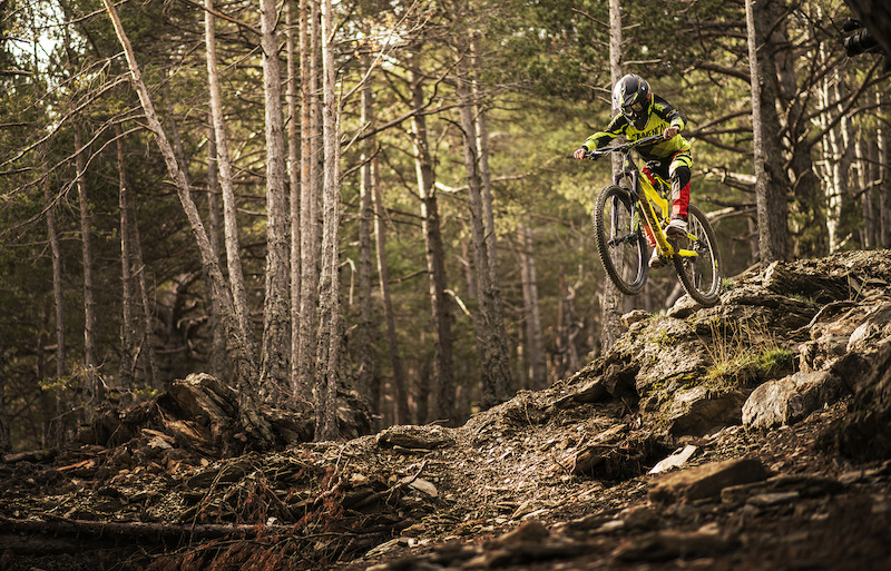 Introducing the Commencal Supreme Junior 650b