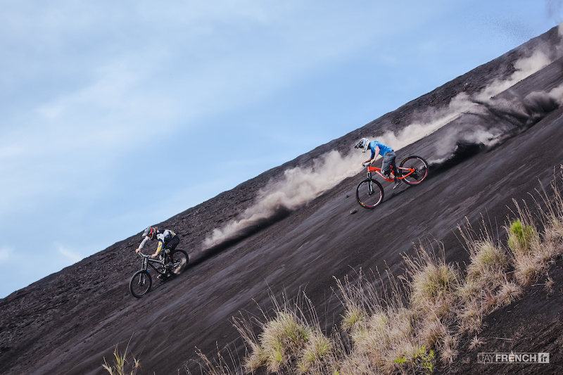 Wyn Masters and Mark Matthews freeriding in Bali.