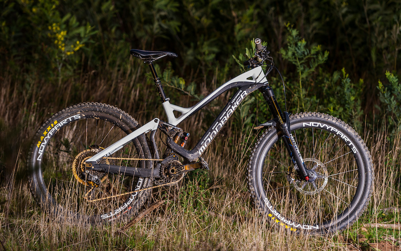 Mondraker Summum Dh Enduro tuning with Pike custom Fox float X2 165mm travel and specific routing for Reveb. 13.5 kg like this.
