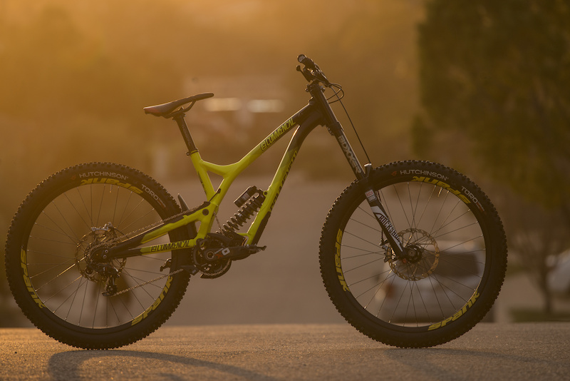 A slick ride... The 2016 Commencal Supreme DH V4 decked out in Team Edition SPANK Spike Race33 Bead Bite wheels.