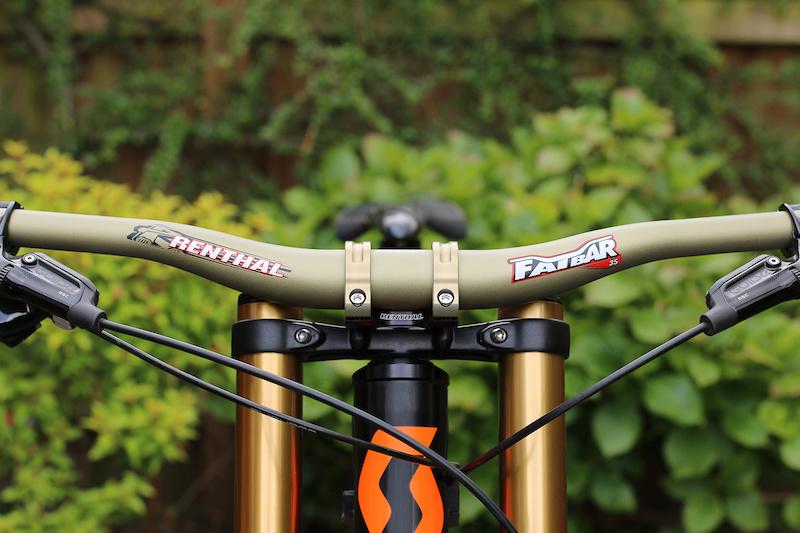 Renthal Fatbar Carbon Mountain Bike Downhill Mountain Bike Riser Bar 35.0 x 30 mm Rise x 800 mm