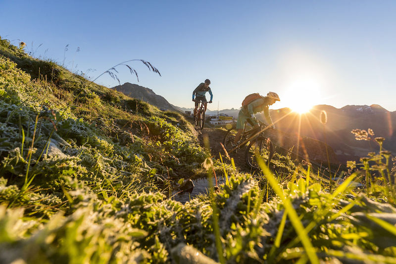 Mountain biker on the World Championship Trail with views of the Corviglia mountain station. Sunrise over Pontresina. Copyright by ENGADIN St. Moritz By-line swiss-image.ch Markus Greber