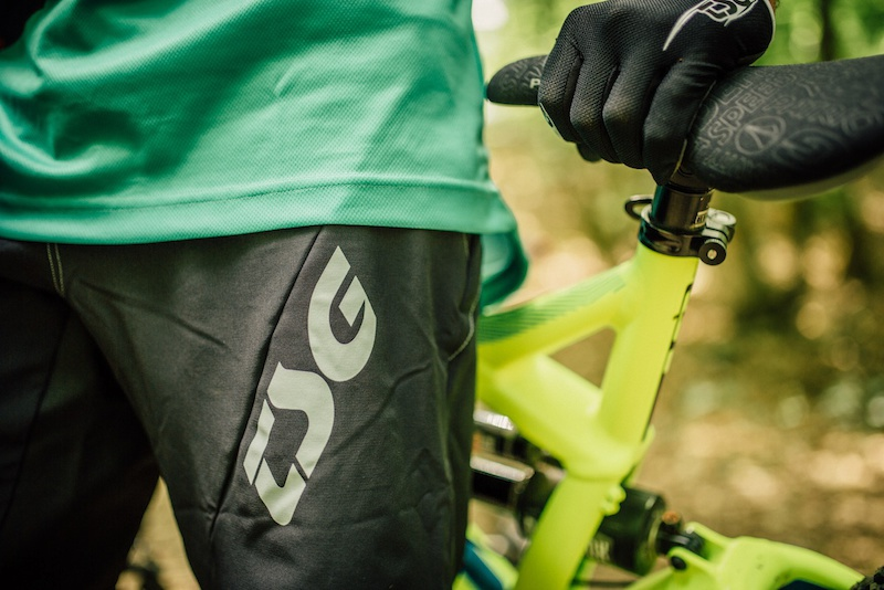 With maximum flex breathability and comfort our Liberty Bike Shorts are perfect for trail riding. Four-way stretch combines with strong moisture wicking rib fabric at the back yoke ensure great flexibility whereas the robust double layer oxford crotch insert protects where most abrasion occurs.
