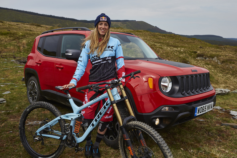 Rachel Atherton with her Trek DH bike and Jeep Renegade motor vehicle. Pantperthog Machynlleth Gwynedd Wales. May 2016 Credit Steve Behr