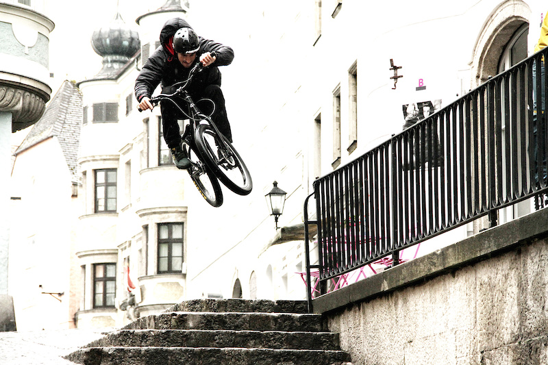 Dominik flying through his homespots.