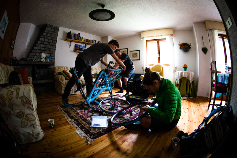 After a couple days traveling Pedro flew from Chile and Gary drove from Scotland and a rainy weather on arrival it is best to build the bikes inside the cosy apartment