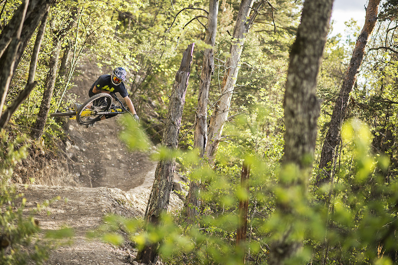 SUPREME DH V3 2017 with Romain Baghe at EVO BIKE PARK France