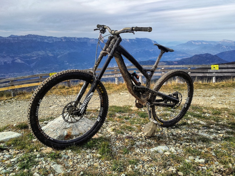 Good times in les 7 Laux. Upgraded Tues CF Comp 2016 - Boxxer Solo air cartridge - Fox Float X2 - Renthal Fatbar 38mm rise - Sulfur 90 stem - Home made 7 speed cadette spacer
