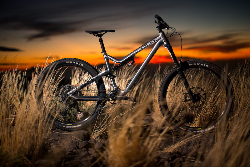 Remi Thirion Introduces the Commencal Meta AM V.2