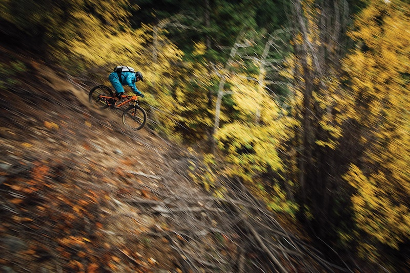 Wade Simmons on a descent in the Chilcotins. From Freehub Magazine s Cowboys Gold amp Grizzlies video and article.