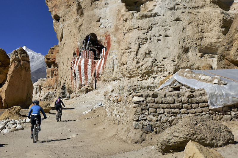 Leighann and Laxmi Mustang caves