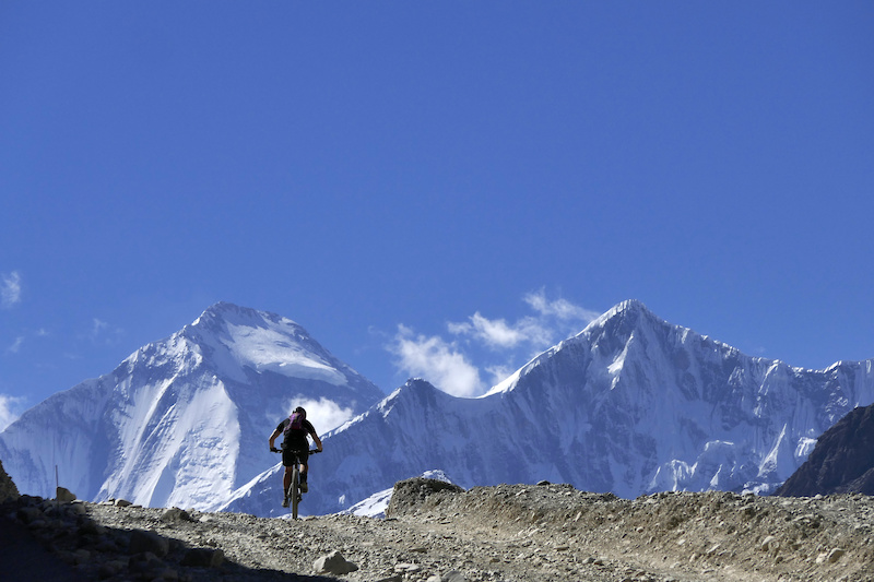 Leighann with Dhaulagiri at 8167m the 7th highest mountain on earth