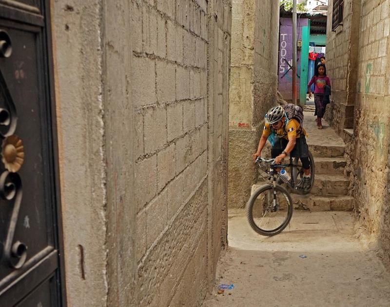 Welber hard-tailing the Sta Catarina urban