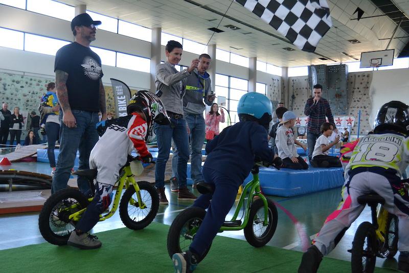 Kids Rider Bike Challenge Saison 2 Anne Caroline Chausson gives the kids the go-ahead Photo by Helene Frasson