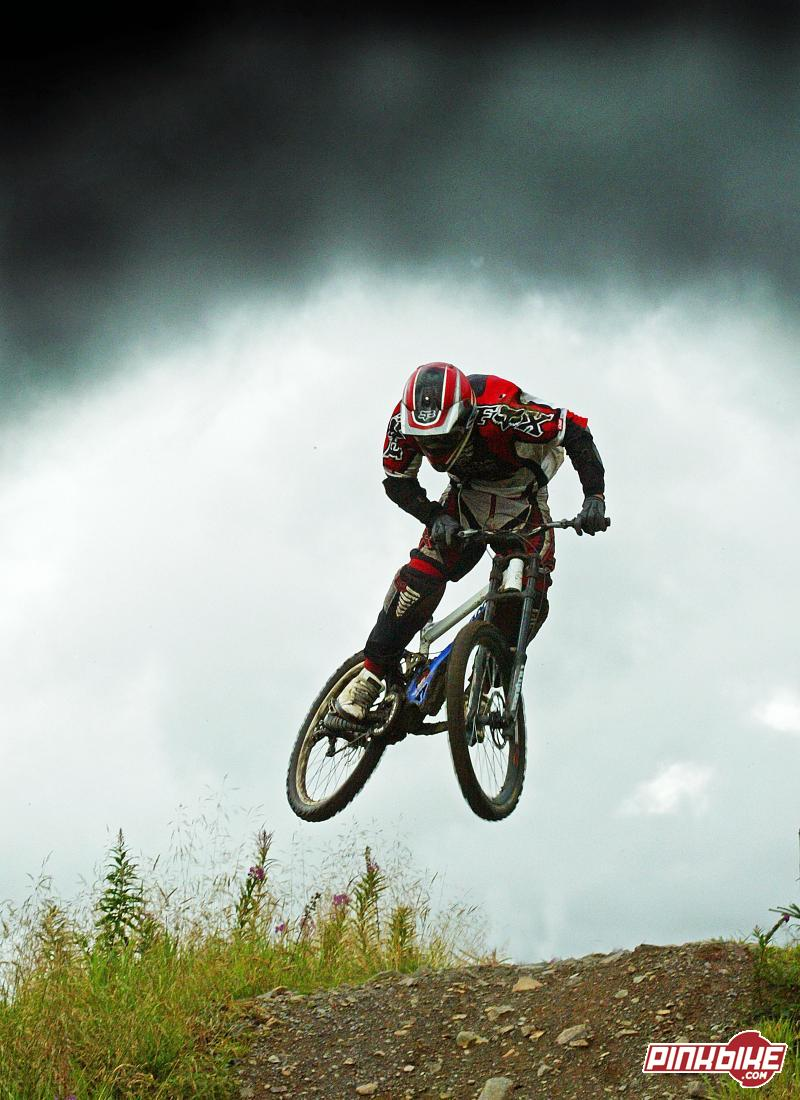 dan tries to beat the rain on upper section. Ae downhill.