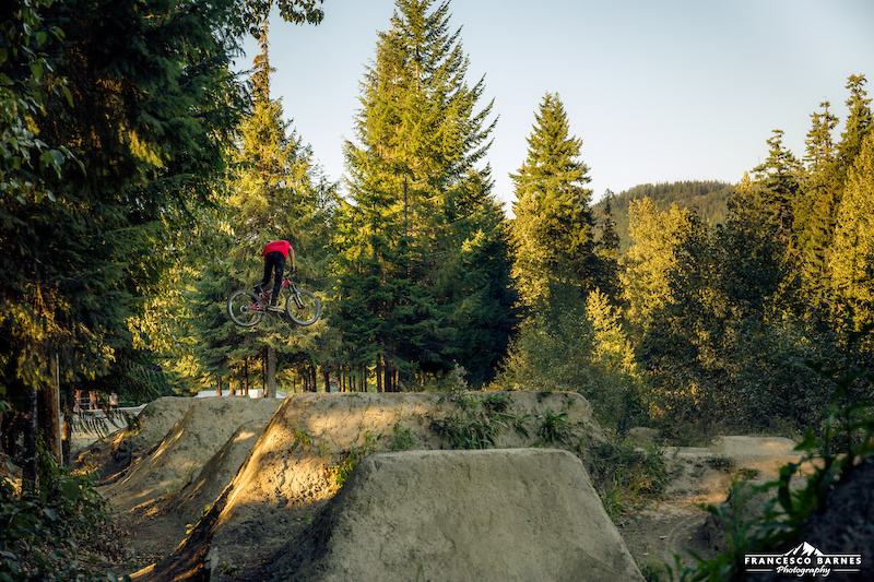 Last summer I had the pleasure to visit after years of mountain biking POY and POD in Pinkbike the awesome Whistler Bike Park - a dream come true. This pic were taken the day before the Joyride in late evening.